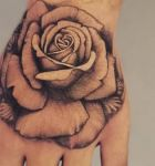 bamb_tattoo-on-move_tattoo_tatouage_hnd_main-rose_fleur_floral_realistink_realiste_realistic_flower_fleur_blackandgrey